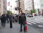 Админ клуба Дмитрий Витер с КРИК-сувениром на выходе из Музея Современного Искусства, Нью-Йорк, 9 мая 2013