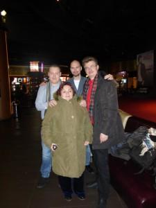Евгений Колядинцев (второй ряд посредине) с режиссером Иваном Качалиным (слева), Дмитрием Витером и Ириной Беловой