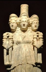 Геката, римская работа. III век н.э. Место хранения — совр. Анталия.
